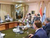 رئيس العربية للتصنيع يبحث إنشاء مصنع لتدوير مخلفات النخيل بالوادى الجديد