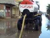 رفع تراكمات مياه الأمطار بمدن كفر الشيخ بعد تحسن حالة الطقس.. صور