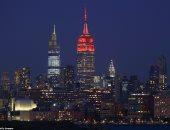 إضاءة المعالم الأمريكية البارزة باللون الأحمر تكريما لضحايا كورونا.. صور
