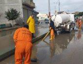 فرق وأطقم مجابهة الأزمات لرفع تراكمات مياه الأمطار بشوارع وميادين البحيرة