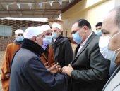 محافظ الشرقية يؤدى واجب العزاء فى وفاة والدة الشيخ عبد الفتاح الطاروطى
