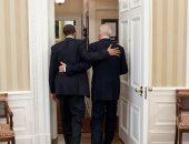 أوباما مهنئا بايدن قبل مراسم تنصيبه برئاسة امريكا: هذا وقتك