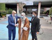 خروج الشيخ السيد سعيد من مستشفى معهد ناصر بعد استقرار حالته الصحية.. صور