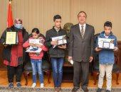 محافظ الإسكندرية يكرم 3 أطفال مكفوفين حافظين للقرآن الكريم