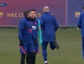 ميسي يشارك في تدريبات برشلونة بعد إيقافه.. صور