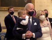 7 صور لا تفوتك من حفل تنصيب بايدن.. يحمل حفيده وليدى جاجا تعانق أوباما