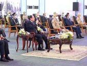 """الرئيس السيسى يطمئن المصريين: """"شغالين في كل حاجة بالتوازى لتطوير بلدنا"""""""