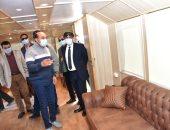 محافظ أسوان يتفقد الفنادق النيلية لمتابعة تطبيق الإجراءات الاحترازية.. صور