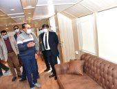 محافظ أسوان يتفقد الفنادق واللنشات السياحية لمتابعة تطبيق الإجراءات الاحترازية