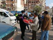 الأجهزة الأمنية بديرب نجم توزع وردا وشيكولاتة بمناسبة عيد الشرطة.. صور