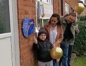 فرحة من القلب.. طفل بريطانى يبكى بعد تغلبه على السرطان.. فيديو