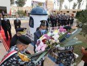 عيد الشرطة .. محافظ المنوفية يضع إكليلا من الزهور على النصب التذكارى للشهداء