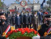 محافظ الإسكندرية يضع إكليل الزهور على النصب التذكارى لشهداء الشرطة