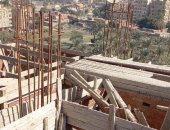 حى البساتين يضبط أعمال بناء مخالف ويزيل شدات خشبية لعقارين