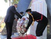 محافظ سوهاج يضع إكليلا من الزهور على النصب التذكارى لشهداء الشرطة.. صور