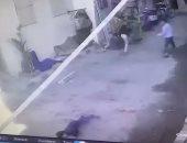 شاهد لحظة إصابة طفل بمخلفات هدم أثناء إزالة غرفة بعقار مخالف