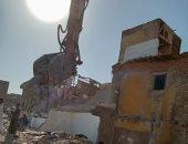 محافظة القاهرة تبدأ إزالة منطقة بنى هلال بمصر القديمة لتطويرها.. صور