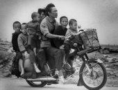 """100 صورة عالمية .. """"عائلة فيتنامية تفر من الحرب"""" لماذا حاربتهم أمريكا؟"""