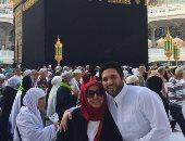 حسن الرداد يستعيد ذكرياته مع والدته الراحلة بصورة أمام الكعبة