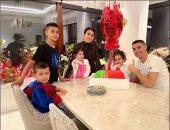 كريستيانو رونالدو يحتفل بعيد ميلاده الـ 36 مع صديقته جورجينا وأولاده.. اعرف ماذا قال