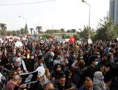 أنصار حركة النهضة الإخوانية يعتدون على مواطنين تونسيين أمام مقر البرلمان