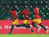 كاف ييلغ غينيا بإقامة مباريات الأندية والمنتخبات خارج أرضهم بسبب الأحداث السياسية