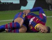 ريال بيتيس ضد برشلونة.. أرواخو يزيد معاناة البارسا ويخرج مصابًا