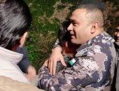 طفل أردنى مفقود يبحث مع قوات الإنقاذ عن نفسه.. فيديو وصور