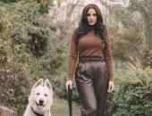 درة مع كلبها فى فوتوسيشن وتوجه رسالة لجمهورها: استمر فى فعل الأشياء بالحب