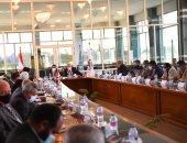 محافظ قنا يتابع معدلات تنفيذ مشروعات الخطة الاستثمارية