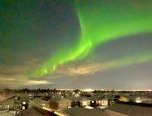 الشفق القطبى يزين سماء مقاطعة ألبرتا فى كندا والسكان يستمتعون برؤيته.. صور