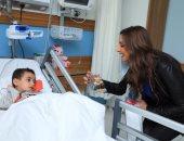 أنغام تزور أحد المستشفيات الأهلية للأطفال