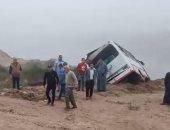 إصابة 11 فى حادث إنقلاب ميكروباص على الصحراوى الشرقى إتجاه قنا