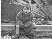 100 صورة عالمية .. طفل يراقب الحرب فى لندن