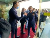 وفد من وزارة الشباب والرياضة يستقبل بعثة النادى الأهلى بمطار القاهرة