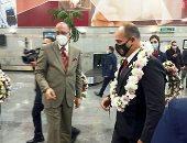 الزهور تليق بك يا أهلى .. استقبال حافل لنجوم الأحمر في مطار القاهرة