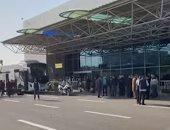 سلطات مطار القاهرة تشدد إجراءات تأمين صالة 4 بعد صولو بعثة الأهلي من المغرب