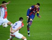 """برشلونة ضد إليتشي.. ميسي يتقدم بهدف رائع في بداية الشوط الثاني """"فيديو"""""""