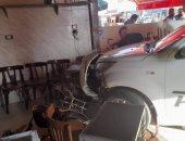 سيارة تقتحم مقهى وتصيب مواطنا في العاشر من رمضان