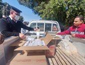 صور.. تحرير 24 محضر ومخالفة وضبط 942 علبة سجائر فى حملات على أسواق مدينة إسنا
