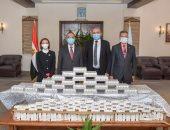 صيادلة الإسكندرية تتبرع للمحافظة بـ900 حقيبة بروتوكول علاجى لمواجهة كورونا