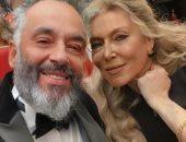 رامي جمال يحتفل بعيد الحب مع زوجته بصورة فوتوشوب .. هفضل شايفك ما بتكبريش