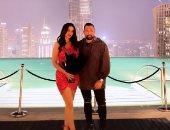 درة تواصل الاحتفال بعيد الحب بصورة جديدة مع زوجها من أمام برج خليفة