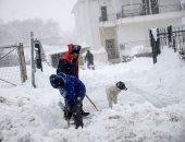 70 ألف أسرة فى منطقة أتيكا اليونانية بدون كهرباء بسبب العاصفة الثلجية ميديا