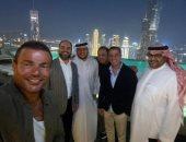الهضبة عمرو دياب فى أحدث ظهور من كواليس إعلانه الجديد فى الإمارات