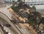 شدة الرياح تتسبب فى سقوط شجرة على كورنيش النيل بمدينة بنها