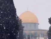 شاهد تساقط الثلوج على مسجد قبة الصخرة بالقدس الشريف
