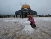 القدس تحت الصفر.. تساقط الثلوج يزين قبة الصخرة باللون الأبيض