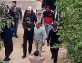 قاتلا الزوجين المسنين بالإسماعيلية يمثلان الجريمة أمام النيابة.. فيديو وصور