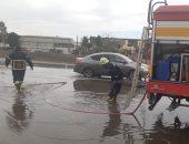 رجال الحماية المدنية بالقليوبية يشاركون فى رفع مياه الأمطار.. صور